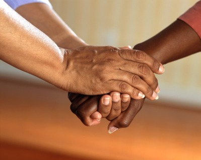 clasped-hands-541849_960_720